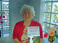 Mrs Ena Davies with her  book Plas-y-Môr